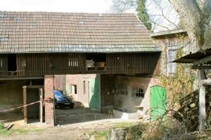 Rechts die Stallungen des Klosters